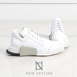 Contrast sporty outsole mixmatched lace-up leather sneakers