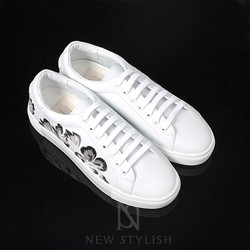 Hibiscus flower embroidered Lace-up sneakers