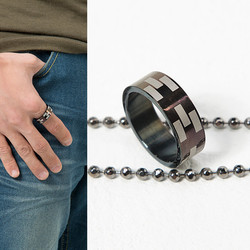 Chic black puzzle ring